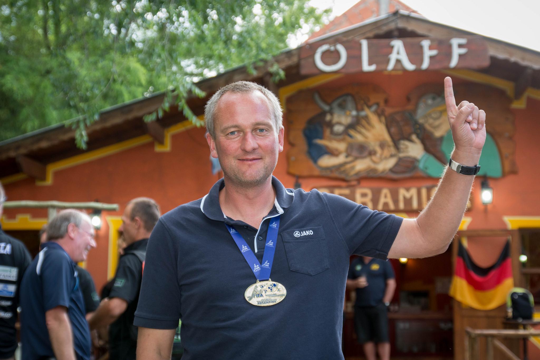 """Siegerparty im """"Deutschen Haus"""": Olaf im """"Olaff"""" (Foto: DFBL/bec)"""