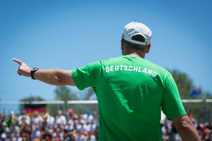 Mit einem neuen Kader will Bundestrainer Olaf Neuenfeld auch bei der EM in Österreich jubeln (Foto: DFBL/Schönwandt)