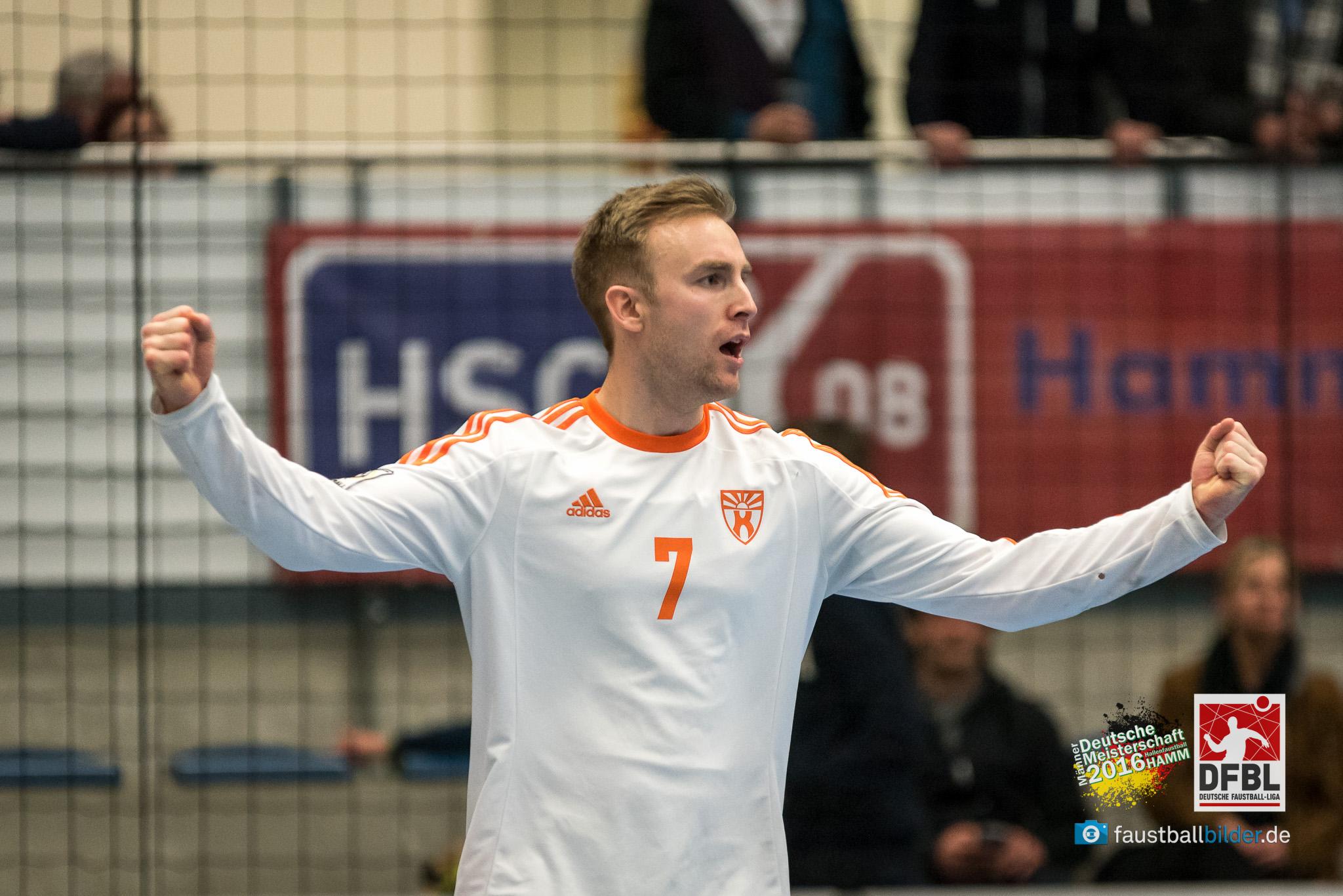 Sascha Zaebe bejubelt den Halbfinaleinzug (Foto: DFBL/bec)