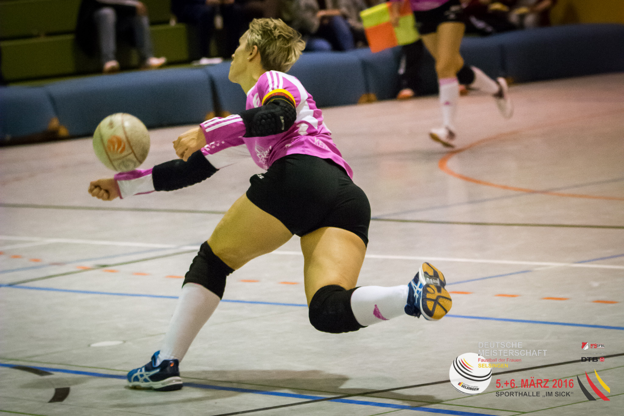Die starke Sonja Pfrommer bringt ihren TSV Dennach eine Runde weiter. (Foto: DFBL/Harder)