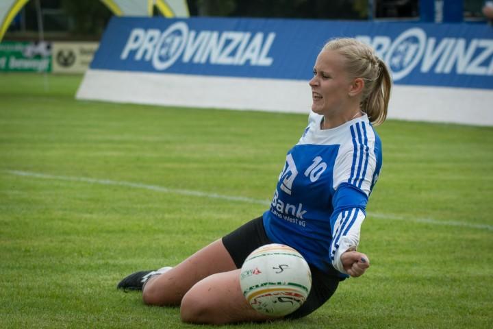 Verbissen ins Halbfinale: Ahlhorn mit Sarah Reinecke (Foto: DFBL/Schönwandt)