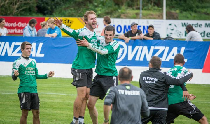 Voerde jubelt über den Einzug ijns DM-Halbfinale (Foto: DFBL/Schönwandt)