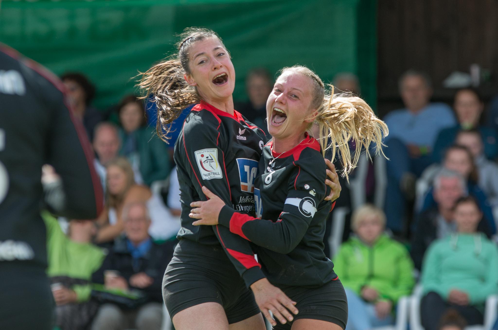 Deutsche Meisterinnen: Cindy Ristel (l.) und Hinrike Seitz. (Foto: DFBL/Schönwandt)