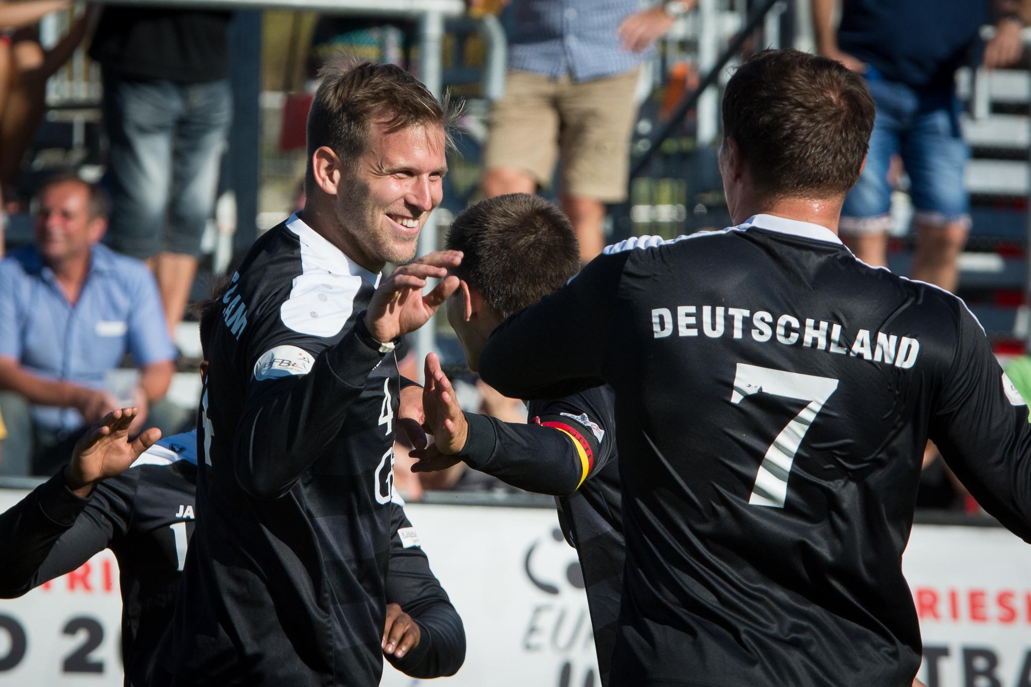 Auch Lukas Schubert (l.) und Steve Schmutzler gehören wieder zu den Euro-Kandidaten (Foto: DFBL/Schönwandt)