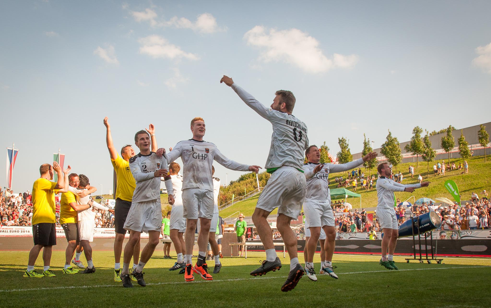 So jubelt der Europameister! (Foto: DFBL/Schönwandt)
