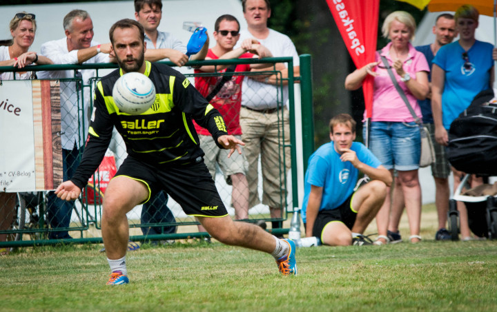 Den Ball im Blick: Jens Scheiffele vom TVO (Foto: DFBL/Schönwandt)