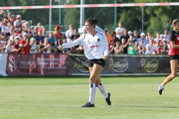 Beim abschließenden WM-Lehrgang in Calw hat Angreiferin Steffi Dannecker ein Heimspiel. (Foto: DFBL/Stöldt)