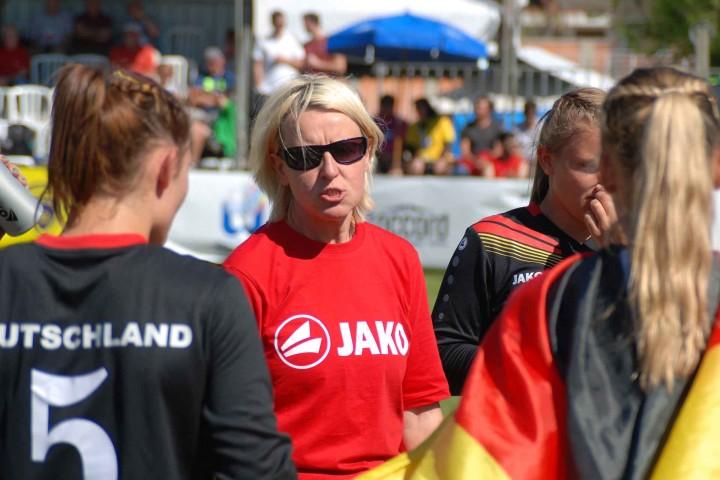 Bundestrainerin Silke Eber mit nur einem Satzverlust ins Finale gecoacht (Foto: DFBL/Höckel)