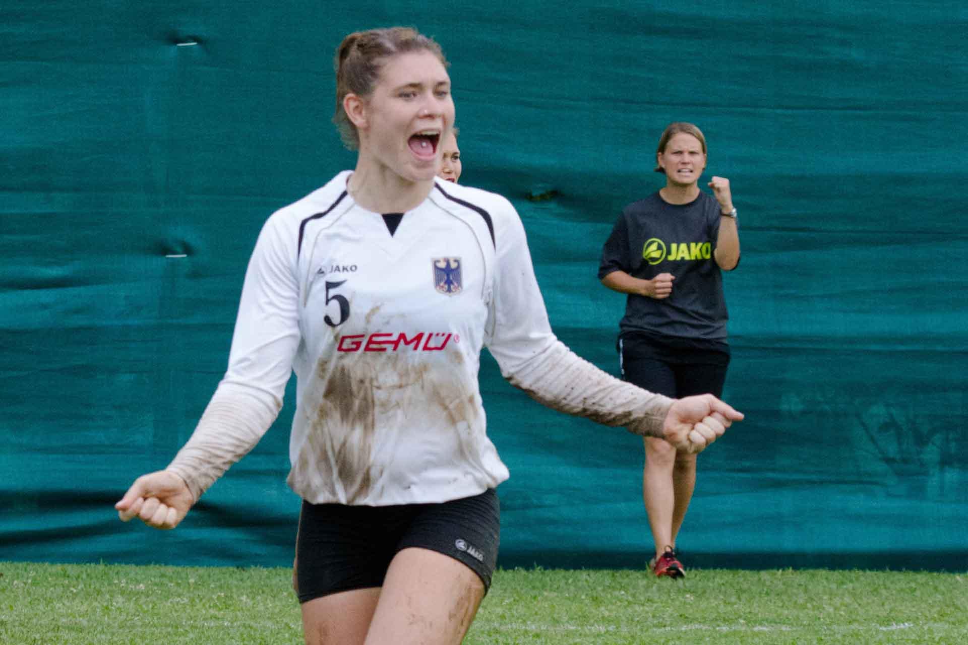 Gewonnen! Stephanie Dannecker und Co-Trainerin Eva Krämer ballen die Fäuste (Foto: Spille)