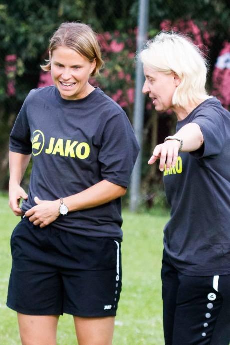 Da geht's lang Richtung Vorrundensieg: Bundestrainerin Silke Eber (r.) mit Co-Trainerin Eva Krämer (Foto: Spille)