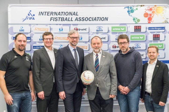 Die IFA-Spitze - hier bei der Eröffnung der neuen Zentrale in Linz - plant eine Neuorganisation des Weltpokals (Foto: Weber/IFA)