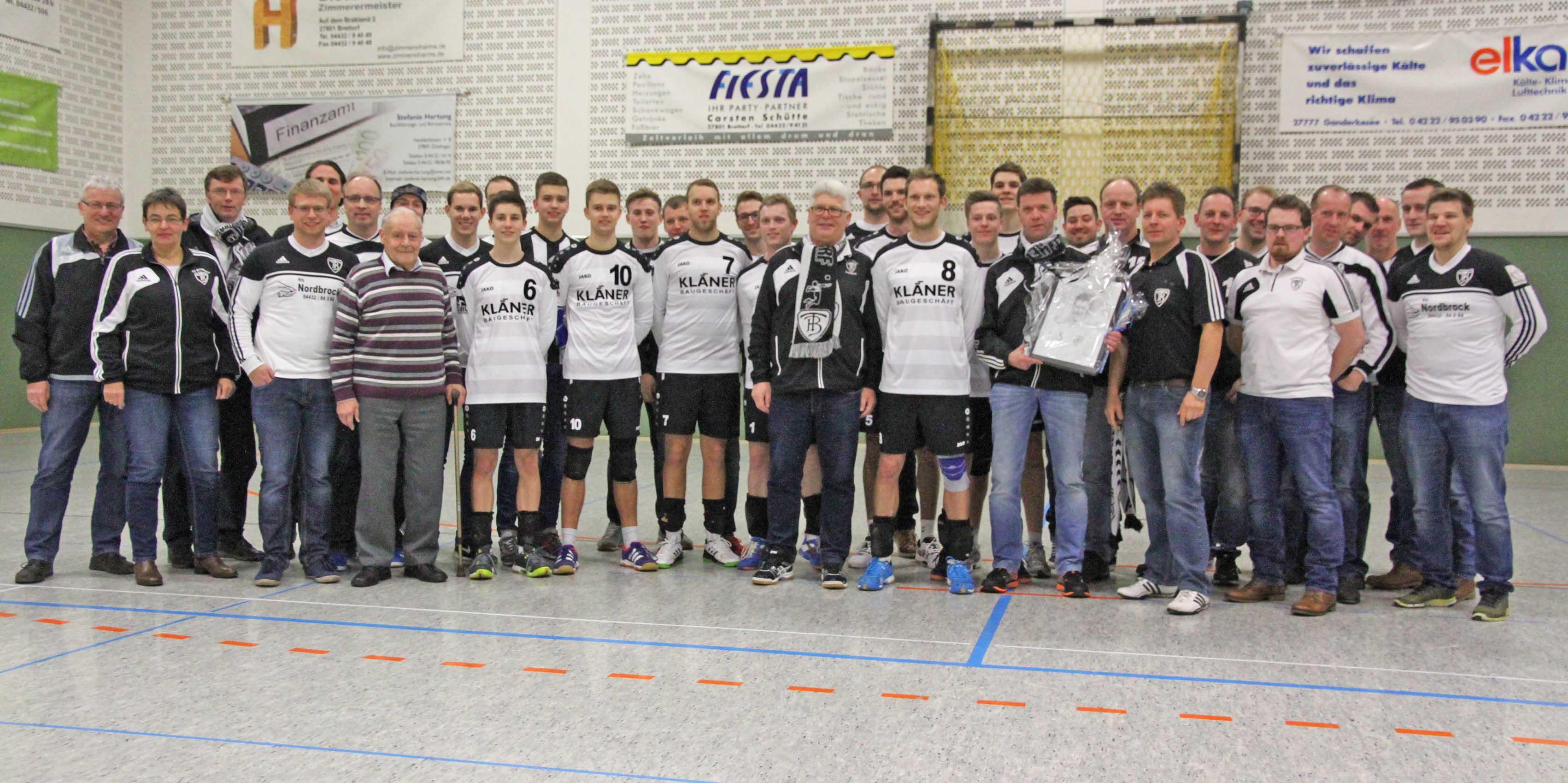 Gruppenbild mit Kläner (Foto: DFBL/Spille)