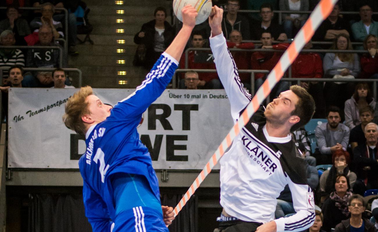 Christoph Johannes vom Ahlhorner SV (l.) und Tobias Kläner vom TV Brettorf duellieren sich Freitag ab 20 Uhr im Livestream. (Foto. DFBL/Schönwandt)