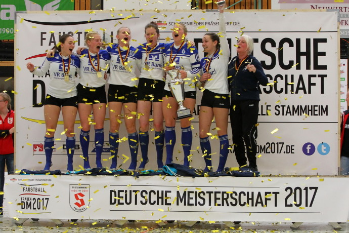 Deutsche Meisterschaft Frauen, Halle 2017 04./05. März 2017, Stuttgart-Stammheim Deutscher Meister 2017: Ahlhorner SV Foto honorarpflichtig: Felix Stoeldt, Meersburger Str. 35, 88697 Bermatingen, 0172 7270727 IBAN: DE48660100750338832752 BIC: PBNKDEFF