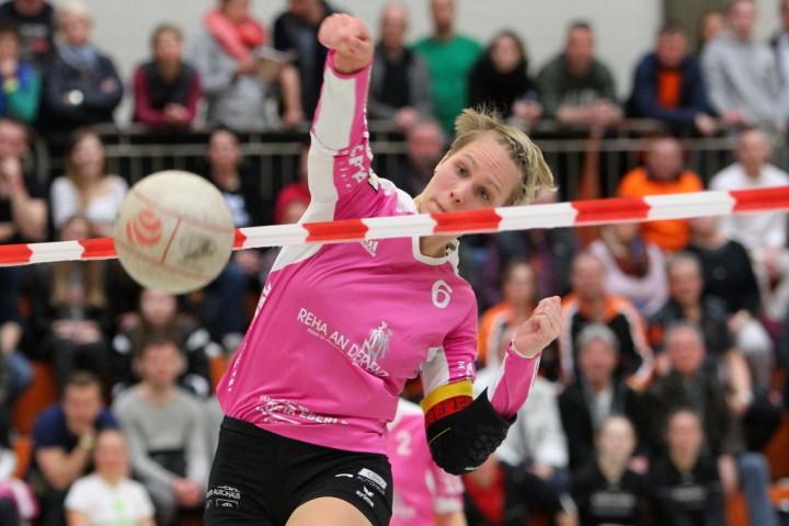 Sonja Pfrommer schlägt ihren TSV Dennach zum Auftaktsieg (Foto: DFBL/Stöldt)