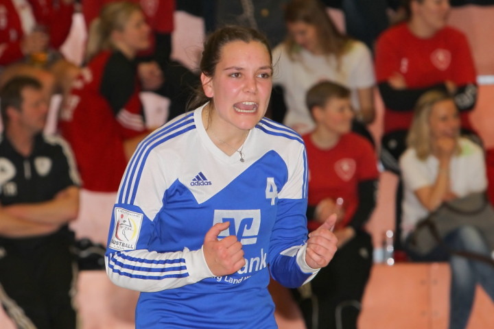 Ahlhorn mit der jungen Pia Neuefeind steht souverän im DM-Halbfinale (Foto: DFBL/Stöldt)