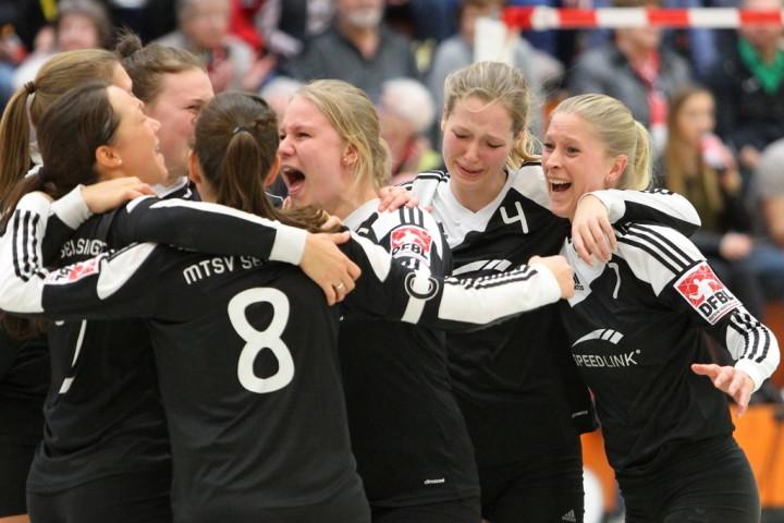 Jubel und Tränen: Selsingen holt im Abschiedsspiel DM-Bronze. (Foto: DFBL/Stöldt)