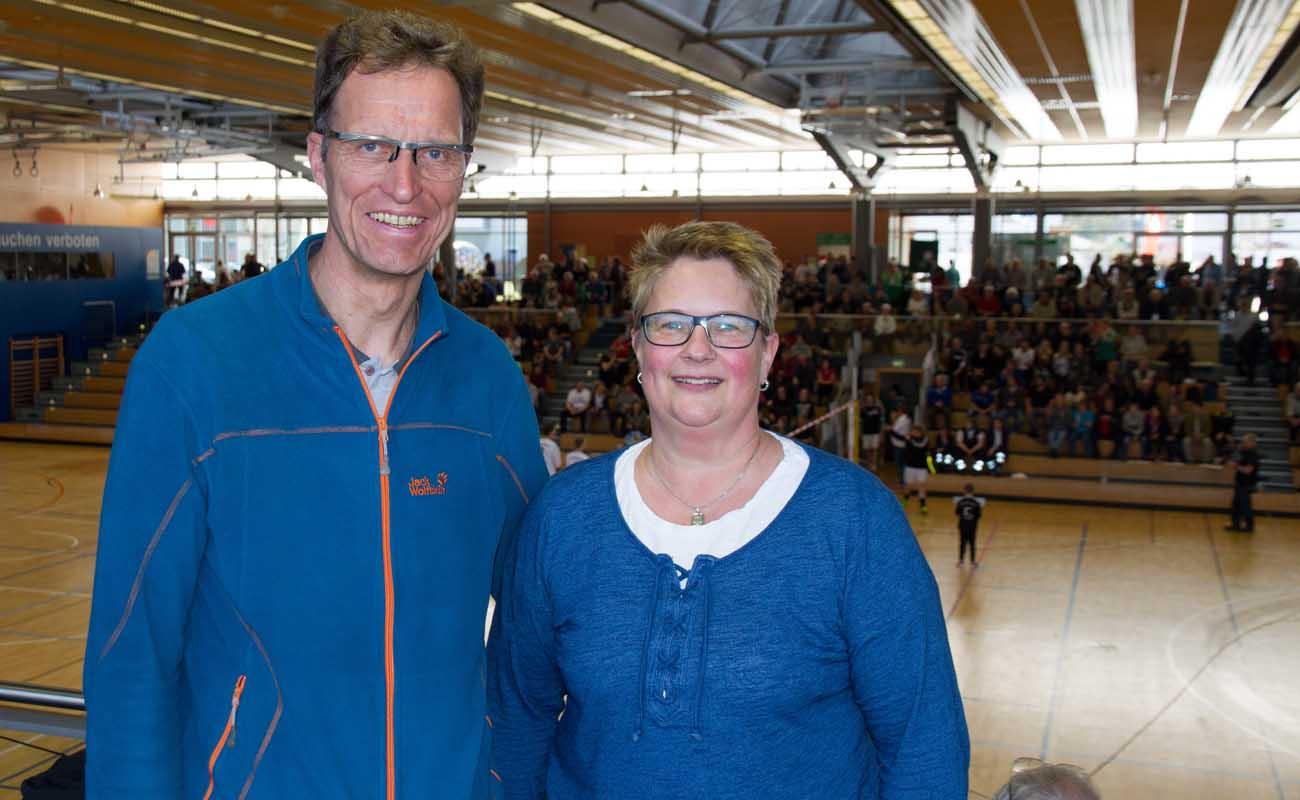 Hartmut Maus und Heike Hafer bei der Deutschen Hallenmeisterschaft im Faustball in Rosenheim. (Foto: Ingo Stöldt)