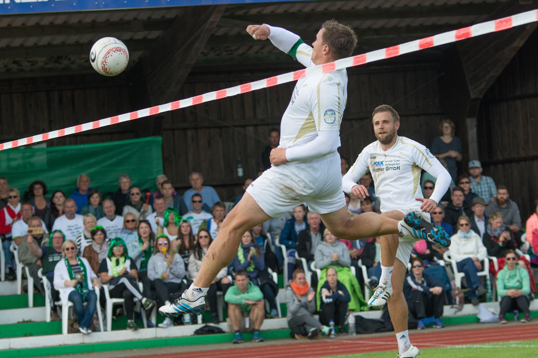 Rosenheim mit Steve Schmtzler (vorne) und Patrick Schiep steht vor seiner vorerst letzten Bundesliga-Saison. (Foto: DFBL/Schönwandt)
