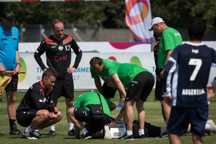 Der Moment nach dem Crash: Für Patrick Thomas sind die World Games schon nach einem Satz vorbei. (Foto: DFBL/Schönwandt)