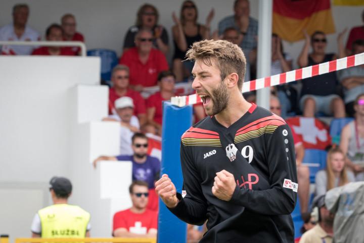 Nick Trinemeier ballt die Siegerfäuste (Foto: DFBÖ/Schönwandt)