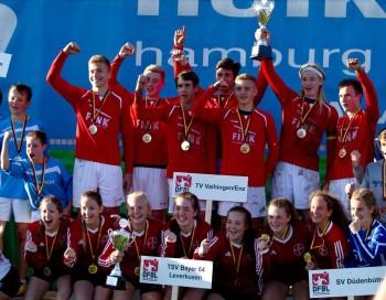 Die Deutschen Meister U16: TSV Bayer 04 Leverkusen und der VfL Vaihingen/Enz. Foto: Kadgien