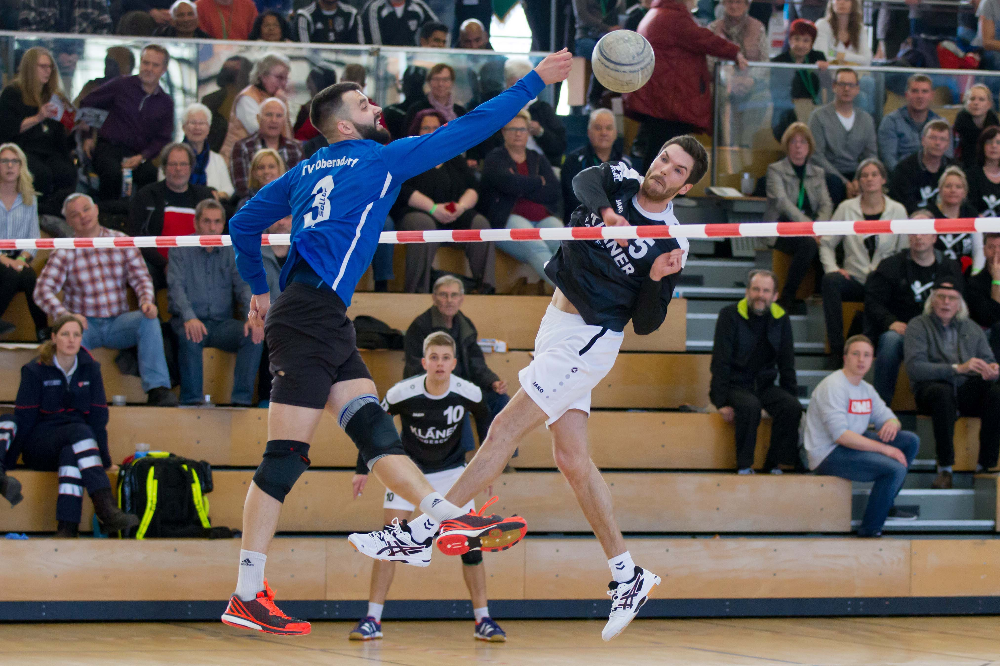 Tobias Kläner (r.) ist mit seinem TV Brettorf Gastgeber des Final-Four-Turniers. (Foto: DFBL/Stöldt)
